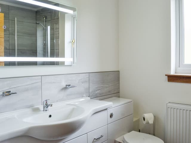 Woodburn Holiday Lodges - Bathroom