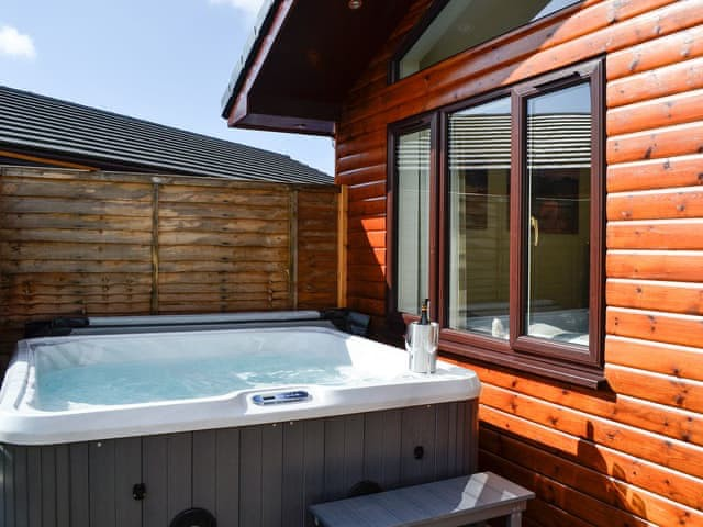 Woodburn Holiday lodges - image of hot tub